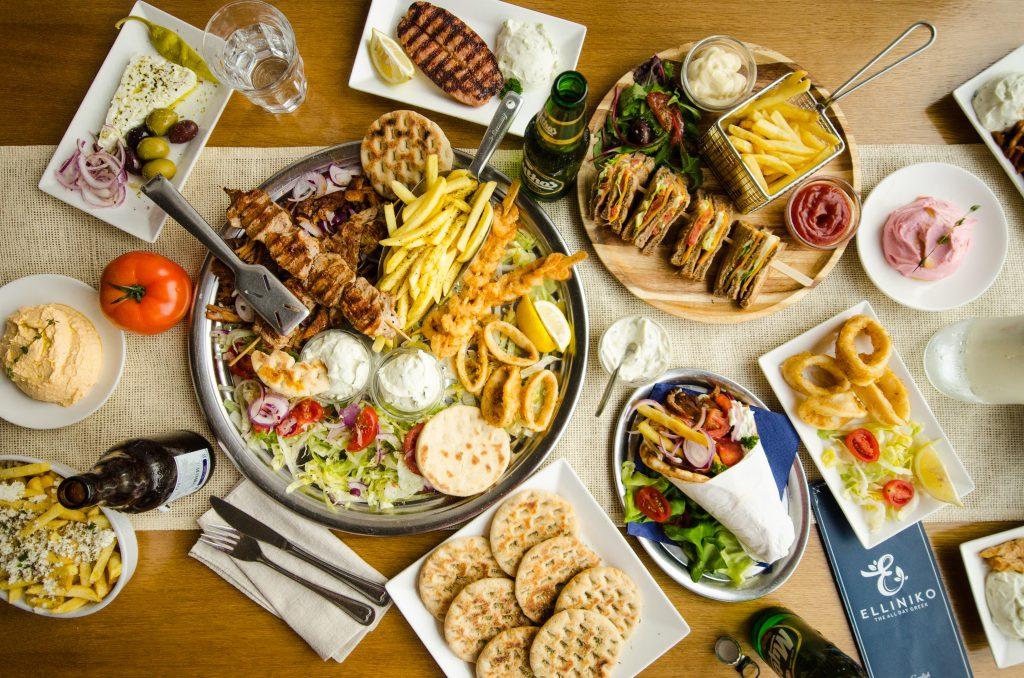 Griekse tafel in grieks restaurant elliniko rotterdam